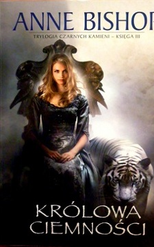 Królowa ciemności Czarne kamienie księga III