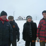Od lewej Burmistrz Proszowic, właściciel wierzb, pani dyrektor szkoły biorącej udział w akcji, Waldemar Bucki