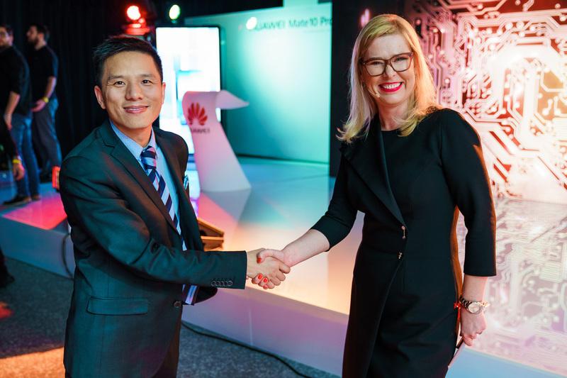 Jefferson Zhang, dyrektor zarządzający HUAWEI CBG Polska i Dorota Natalia Haller, dyrektor marketingu i komunikacji w Huawei CBG Polska