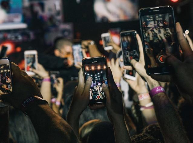 Ścieżka dla smartfonowych zombi w Warszawie