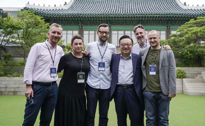Grupa polskich dziennikarzy w Seulu