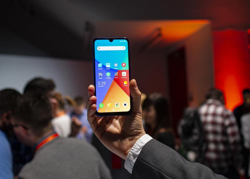 Play obniżył ceny 11 smartfonów bez umowy