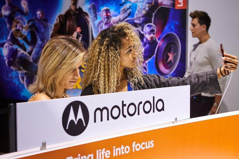 one zoom i e6 plus - dwie smartfonowe nowości Motoroli