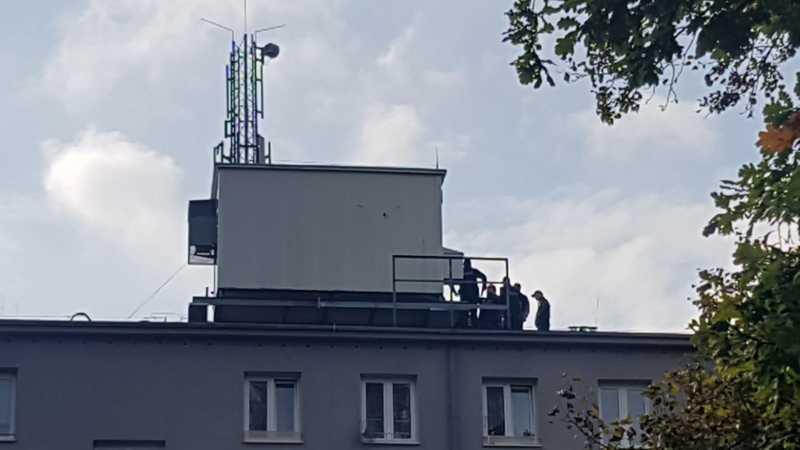W Krakowie zaczynają niszczyć stacje bazowe