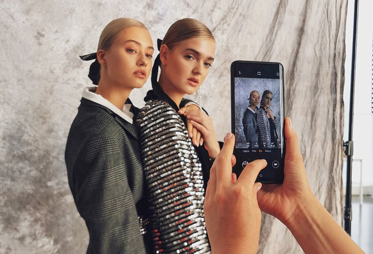 Smartfony Huawei słuchawkami lub opaską w Orange bez abonamentu