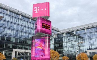 Stacja bazowa przed siedzibą T‑Mobile w Warszawie