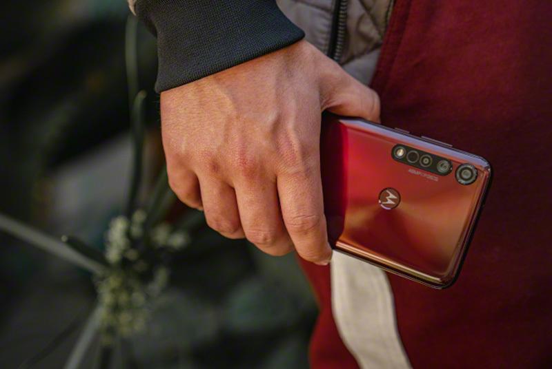 Jaki telefon Motorola wybrać? - 14 smartfonów od 299,99 zł do 1 778 zł