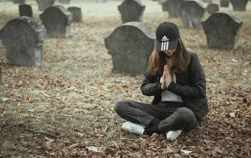 Króliczek i 5G na cmentarzu