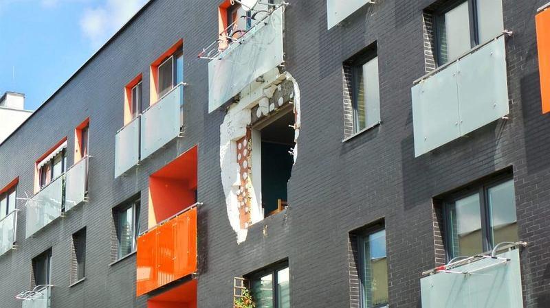 GW: To hulajnoga elektryczna mogła wyrwać okno w bloku