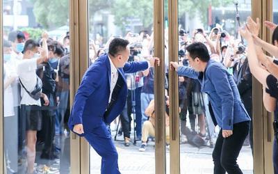 Największy na świecie sklep Huawei otwarty w Szanghaju