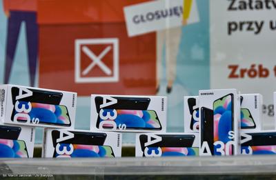 12 telefonów Samsung Galaxy A30s za oddanie głosu w wyborach