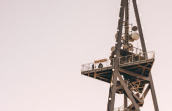 PLAY o swojej sieci - maszty przejdą do Polskiej Grupy Wieżowej
