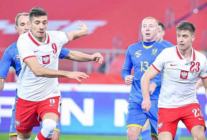 Szaliki piłkarskiej reprezentacji Polski dla klientów T-Mobile na kartę