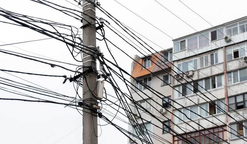 Podwieszanie światłowodów na słupach w końcu uregulowane