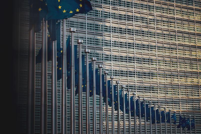 Do 2030 r. wszystkie gospodarstwa domowe w UE powinny mieć połączenie gigabitowe, a wszystkie obszary zaludnione powinny zostać objęte siecią 5G