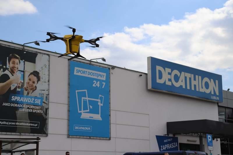 Dron dostarczy towar do sklepu z Decathlonu w Lublinie