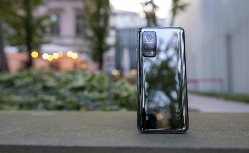 Sprzedaj swój stary telefon i zyskaj zniżkę na nowy Samsung lub Xiaomi