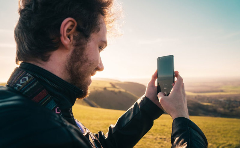 Majówka z rabatami na smartfony, tablety i zegarki w x-kom