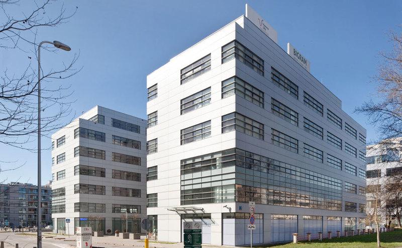Nowa lokalizacja części biura Play – kompleks Hol
