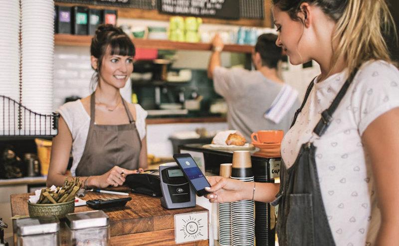 Visa Mobile – nowy sposób płatności kartą. Nest Bank wprowadzi ją jako pierwszy bank na świecie