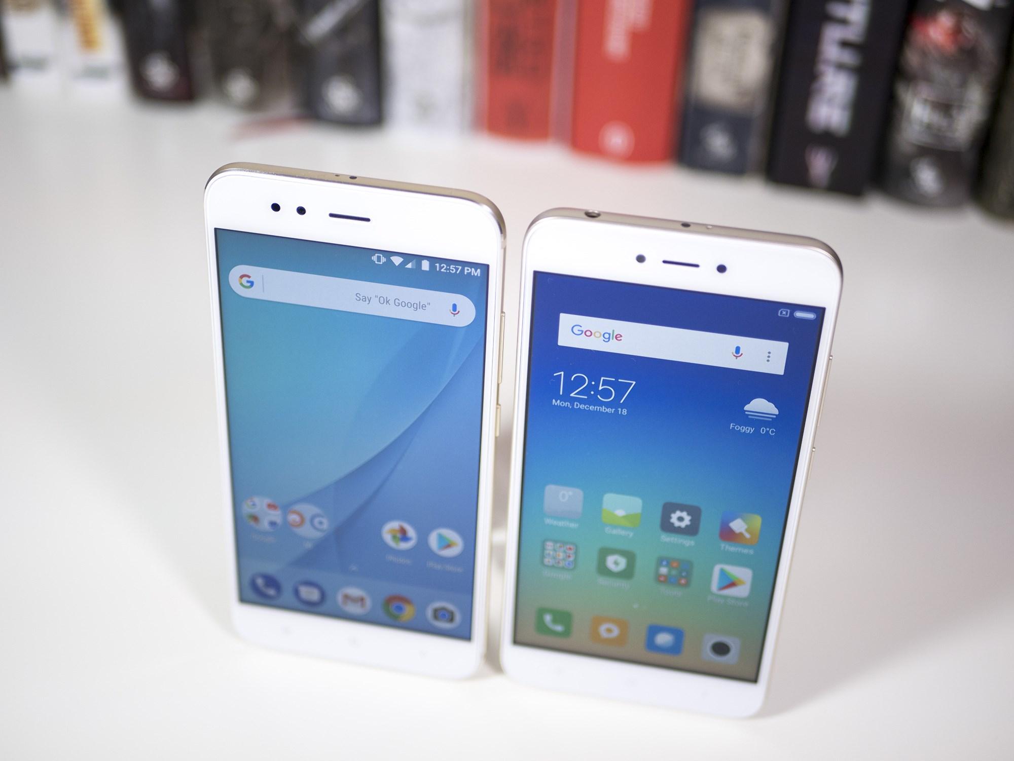Wizualnie Xiaomi Redmi Note 5A wygląda bardzo podobnie do droższego modelu Tej samej wielkości ekran oraz ramki tej samej szerokości powodują że od frontu