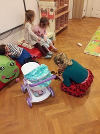 Dziewczynki wolą zabawę w dom