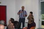 Ben Koks i Beatriz Arroyo (w roli tłumacza).