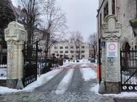 Brama dojazdowa do siedziby IRT