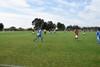 Zdjęcie boiska i grających na nim piłkarzy.