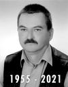 Czarno-białe zdjęcie mężczyzny z napisem 1955 - 2021