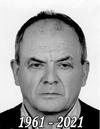 Czarno białe zdjęcie mężczyzny w średnim wieku z napisem 1961-2021
